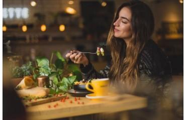 10 buoni motivi per masticare lentamente